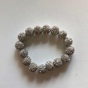 Jewelry - Silver diamond-like beaded bracelet